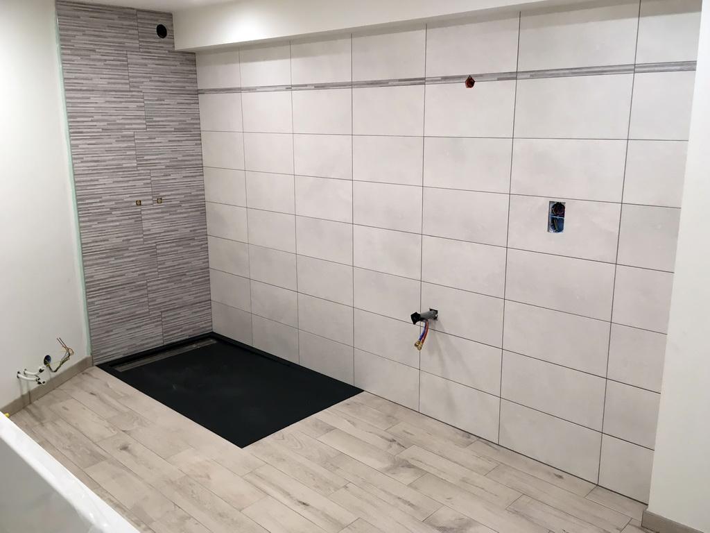 Salle d'eau douche à l'italienne.